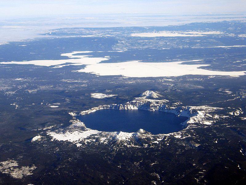 Кратерное озеро - вид сверху