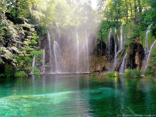Трудолюбивые водопады Плитвичского парка